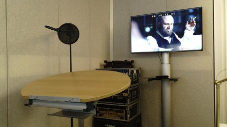 Aufnahmeraum Sprecherpult für Synchron